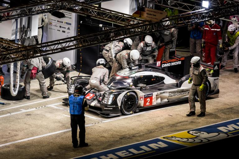 Fifteenth and sixteenth hours – Toyota and Porsche continue to do battle