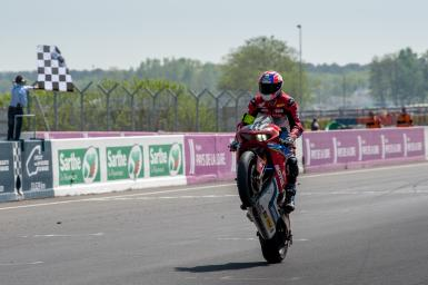 #111 Honda Endurance Racing Bike : Honda Category : EWC Riders : LEBLANC Grégory * / GIMBERT Sébastien / NIGON Erwan