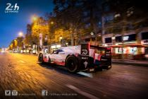 The Porsche 919 Hybrid Evo tours Paris Le Mans style (video)