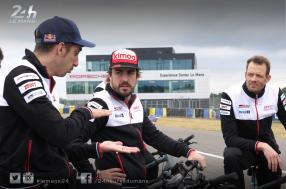 Bike recon mission of the 24 Hours of Le Mans circuit for Fernando Alonso and teammates